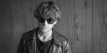 Paolo Nutini spends second week on top with Caustic Love