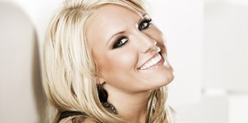 Official Charts Flashback 2009: Cascada – Evacuate The Dancefloor
