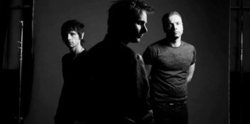 Muse's Drones heading for second week at Number 1