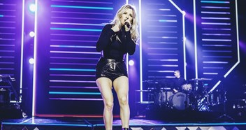 "Ellie Goulding is ""going back to basics"" on her new album"