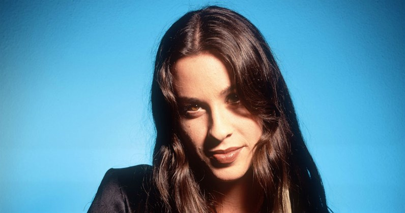 Alanis Morissette complete UK singles and albums history