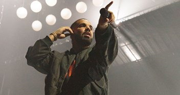 Drake closes in on a chart record as One Dance scores a 15th week at Number 1