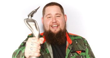 How do Rag'n'Bone Man's opening week sales of his debut album Human compare to other BRITs Critics' Choice winners?