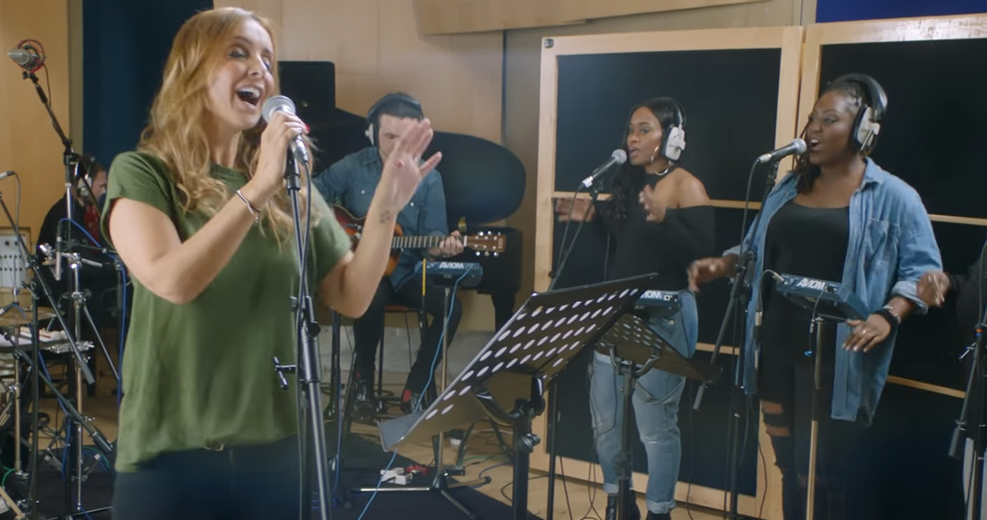 Watch Louise perform two of her classic '90s hits - Premiere