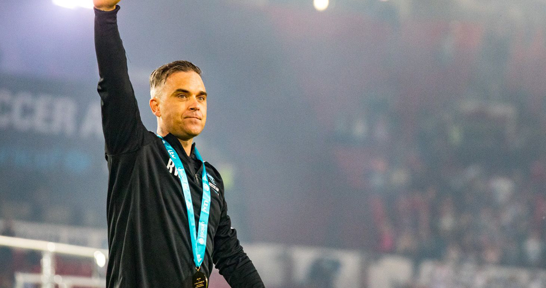 "Robbie Williams promises ""unforgettable"" World Cup performance"