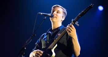 George Ezra extends reign to a seventh week at Number 1 on the Official Irish Singles Chart