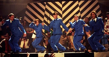 Official Charts Flashback 1993: Take That's Relight My Fire ft. Lulu