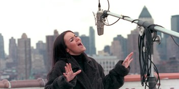 Official Charts Flashback 1999: Martine McCutcheon - Perfect Moment