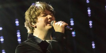 Lewis Capaldi claims the first Official Irish Chart double of the decade with Before You Go and Divinely Uninspired to a Hellish Extent