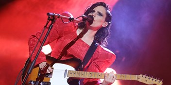 Anna Calvi hopes to inspire young female guitarists as she picks up the Fender Play Award at the 2019 Q Awards