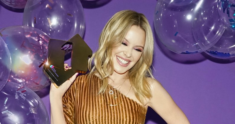 kylie-minogue-disco-official-number-1-aw